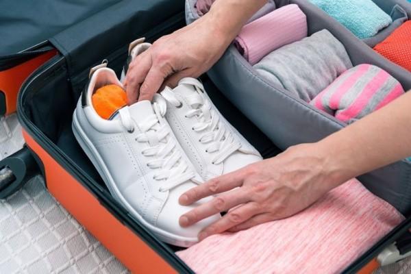 Cara Packing Sepatu Saat Liburan